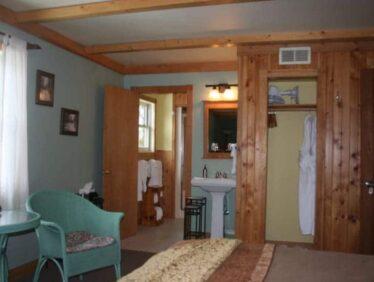 Dorothy's Room, Poplar Creek and Canoe Outfitting